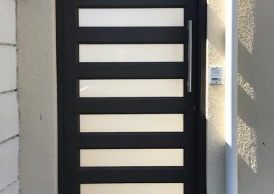 Single slatted gate with glass